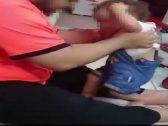 شاهد: رجل يعذب طفلته الرضيعة ويصفعها على وجهها بطريقة بشعة في الرياض