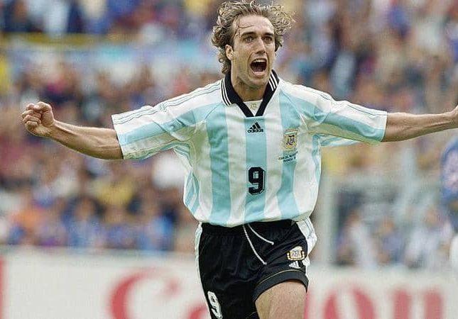 """شاهد …نهاية صادمة لقدم أسعدت ملايين من عشاق الكرة … الأرجنتيني """" باتيستوتا """" ينهي سنوات الألم ببتر ساقه !"""