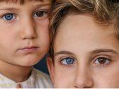 """""""بعين بنية وأخرى زرقاء"""".. شاهد : حالة نادرة يُولد بها طفلين أتراك!"""