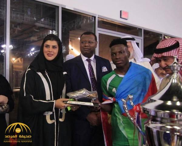 """شاهد بالصور: الأميرة دعاء بنت محمد تتوج """"أريتريا"""" بكأس """"سعود الفيصل"""" لكرة القدم السداسية بجدة"""