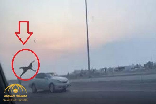 بيان من شرطة مكة بشأن المتورطين بمشاجرة طريق عسفان والكشف عن عددهم  وجنسياتهم وحالة الشاب الذي تعرض للدهس