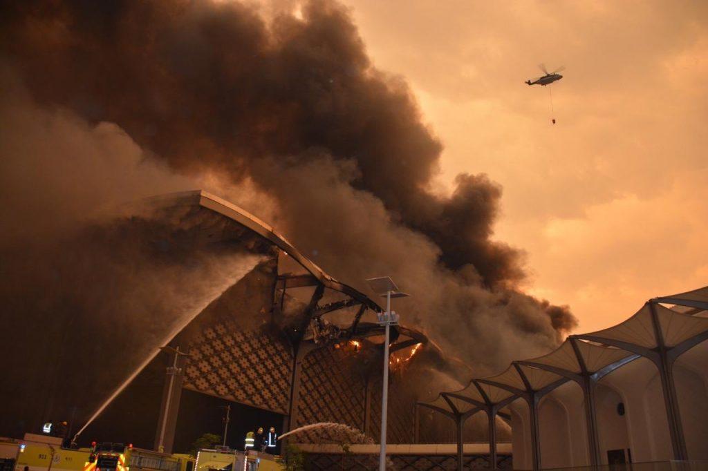 شاهد : آخر تطورات حريق محطة قطار الحرمين بجدة .. والدفاع المدني يكشف نسبة احتواء النيران
