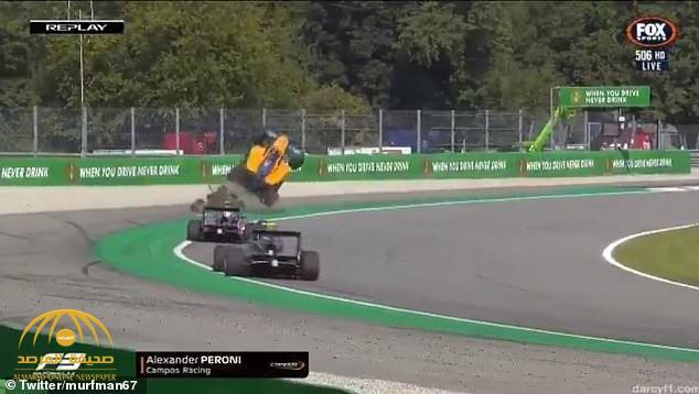 """شاهد .. سيارة """"فورمولا"""" تطير في الهواء خلال سباق جائزة إيطاليا الكبرى.. ومفاجأة بشأن السائق!"""