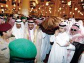 شاهد …حقيقة الصورة المتداولة  لخادم الحرمين الشريفين يحمل جثمان اللواء عبدالعزيز الفغم !