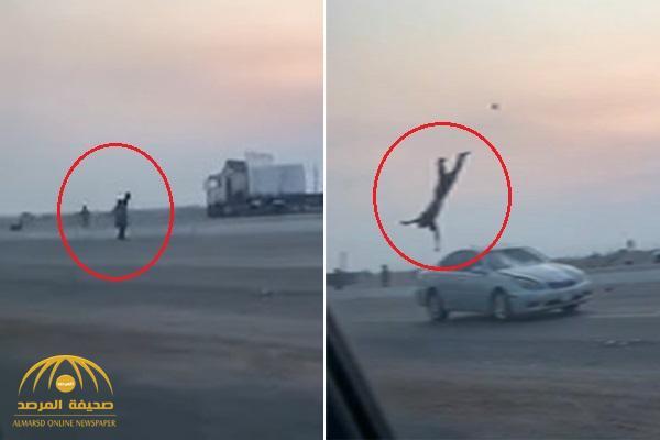 بالفيديو .. مشاجرة تنتهي بحادث دهس مروع في مكة والضحية يطير في الهواء