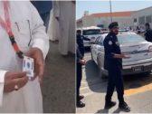 شاهد : ضابط كويتي يقتحم بالقوة الجبرية  شركة شحن منعت الشرطة من الدخول .. ويوجه بإطلاق النار إصابة قاتلة!