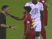 """بالفيديو .. شاهد ماذا فعل لاعب """"ضمك"""" مع الحكم الأجنبي خلال مباراة """"الشباب"""""""