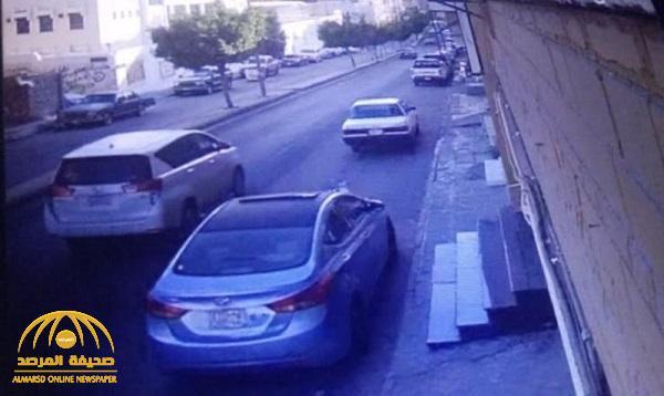 مواطن يدهس طفلاً بالطائف ويفر هاربًا بعد التهجم على عائلته .. شاهد : صور توضح الحالة الصحية للطفل