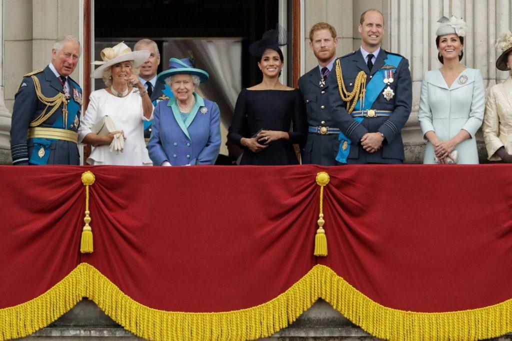 تصريحات مثيرة من ممثلة شهيرة تفضح الأسرة الملكية في بريطانيا .. وسر زيارة منتصف الليل