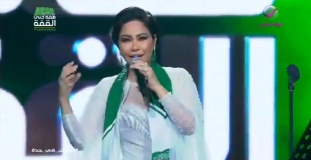 """شاهد: شيرين تبكي على المسرح في حفلها بجدة.. وتقبل يد زوجها """"حسام حبيب"""" أمام الجمهور!"""