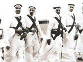 شاهد ..  4 ملوك يؤدون العرضة احتفالا بتولي شقيقهم الملك سعود مقاليد الحكم