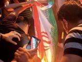 """شاهد: حرق علم إيران بمظاهرات """"العراق ينتفض"""".. وأمير سعودي: أجمل صورة بـ2019"""