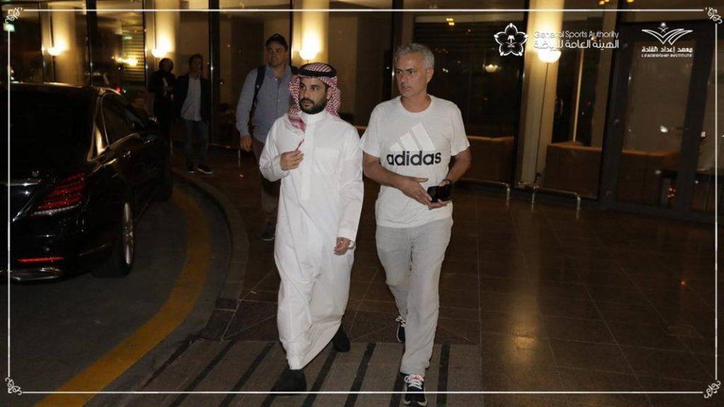 شاهد.. المدرب العالمي جوزيه مورينيو يصل السعودية.. والكشف عن المهمة التي سيقوم بها!
