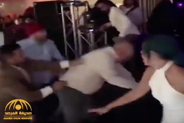 بالفيديو : حفل زفاف هندي ينتهي بكارثة مأساوية على الأراضي الإنجليزية..دماء ومصابين !