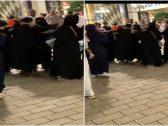 شاهد: مشاجرة نسائية داخل مجمع الافينوز بالكويت