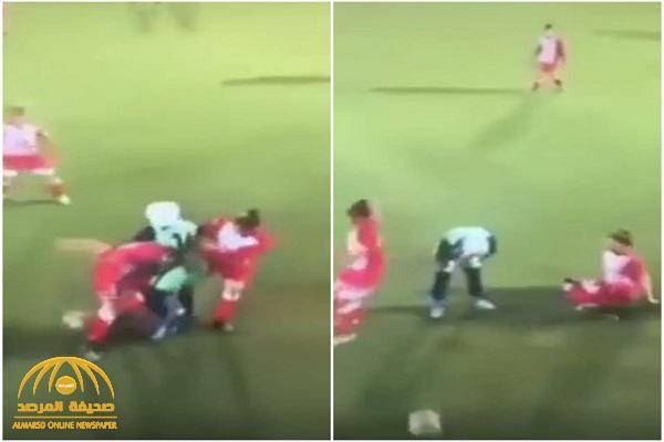 """شاهد ردة فعل """"غريبة """" للاعبات في الدوري الأردني لكرة القدم بعد سقوط حجاب إحدى لاعبات الفريق المنافس"""