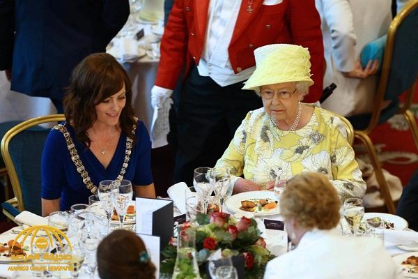 """لماذا يصعب وضع"""" السم""""  في طعام الملكة إليزابيث ؟"""