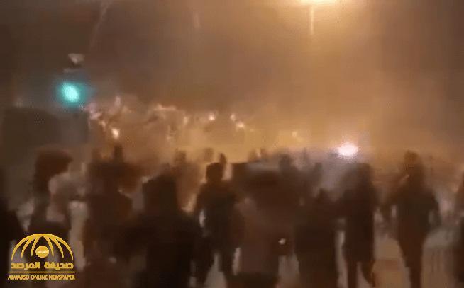 """شاهد: آخر التطورات بشأن المظاهرات في  """"العراق ينتفض"""" بعد """"التعتيم الالكتروني"""" وحجب مواقع التواصل"""