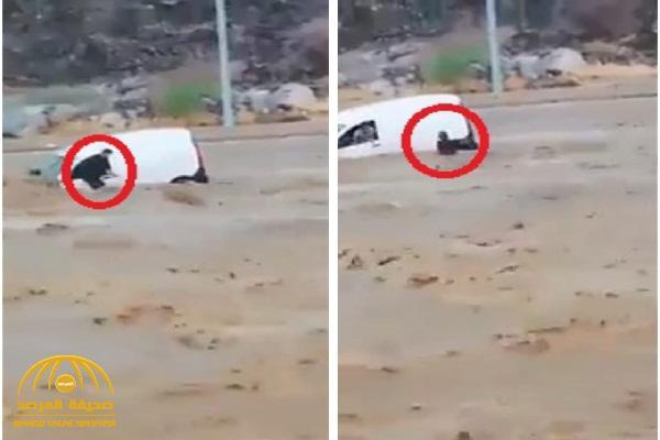 بعد أن حاصرتهم السيول.. فيديو  يكشف لحظات حرجة مر بها محتجزون في سيول الحسينية بمكة.. وكيف تم إنقاذهم؟
