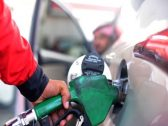 """ماذا قال محللون اقتصاديون ومواطنون عن قرار """"أرامكو"""" """"بشأن خفض أسعار البنزين؟"""
