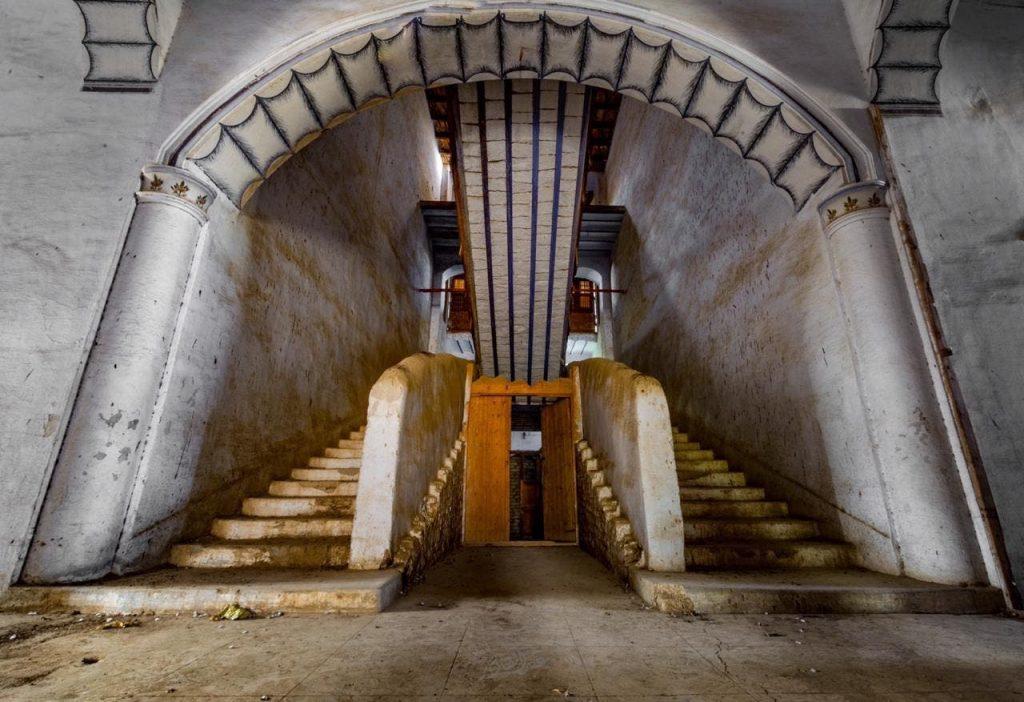 شاهد بالصور … قصر حجري  غرب المملكة  لم تتغير ألوانه منذ 100 عام  .. تعرف على قصة بنائه  !