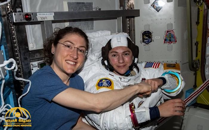 """في أول مهمة سير نسائية بالفضاء.. شاهد: رائدة فضاء تتصل بـ""""ناسا"""" لتبدي إعجابها بـ""""مكان بالمملكة"""" وهكذا وصفته"""