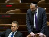 وزير إسرائيلي يهاجم العرب: عنيفون جدًا جدًا وأقل خلاف بينهم ينتهي بقتل أخ لشقيقه أو أخته!