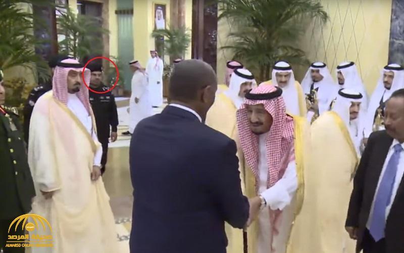 """شاهد بالفيديو … أول ظهور رسمي لخليفة اللواء الراحل """" الفغم """" برفقة الملك في استقبال الوفد السوداني !"""