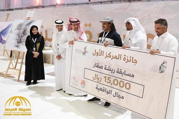"""بالصور: الإعلان عن أسماء الفائزين بمسابقة """"ريشة صقار""""  في ختام فعاليات معرض الصقور والصيد السعودي"""