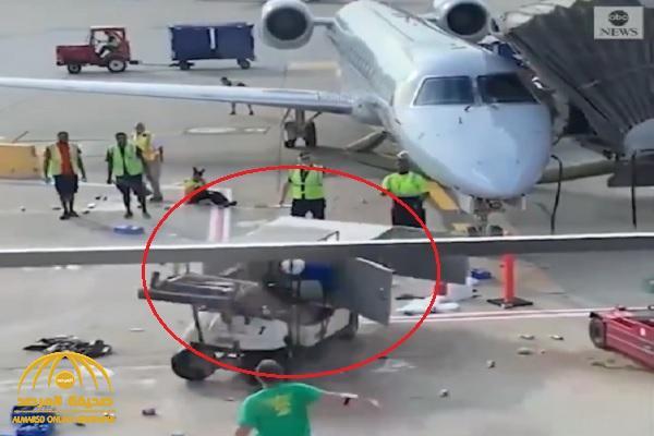 شاهد .. فيديو صادم لموظفي مطار أمريكي يفقدون السيطرة على شاحنة التموين