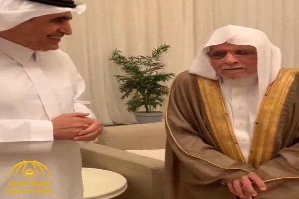 شاهد ردة فعل وزير التعليم السابق عزام الدخيل لحظة لقاء معلمه في الابتدائية