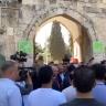 """شاهد بالفيديو … أفراد من  بعثة """"الأخضر """" يصلون إلى القدس ويدخلون المسجد الأقصى !"""