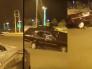 شاهد بالفيديو  .. شاب يمارس التفحيط  وتنقلب به سيارته المعدلة في متنزه به أطفال ومواطنين بمحافظة رابغ!