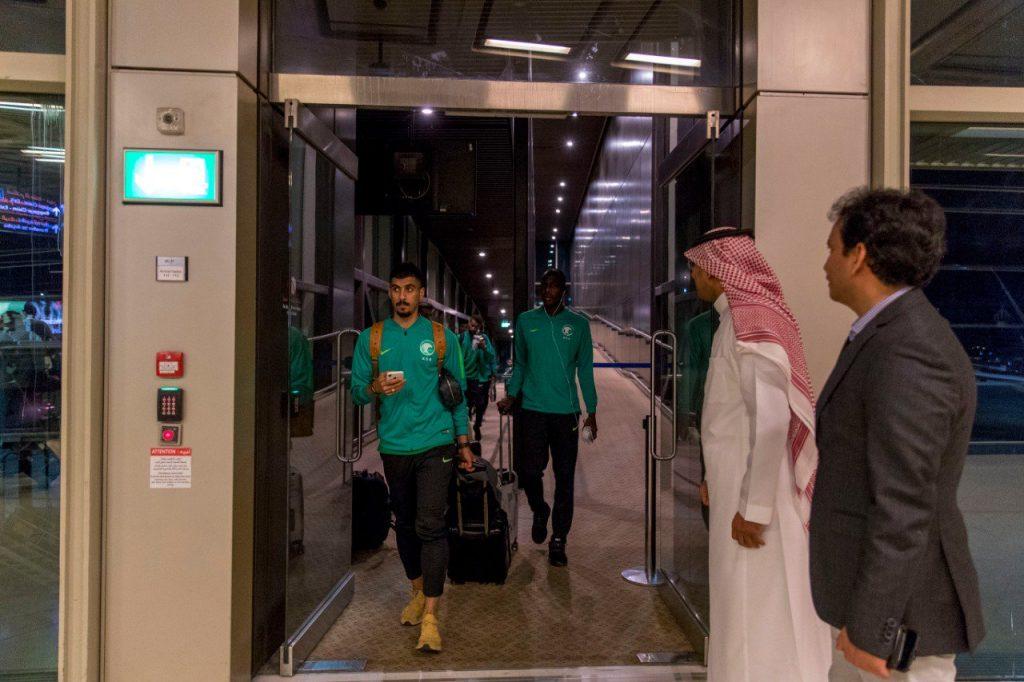 بعثة الأخضر تصل إلى الأردن قبل لقاء فلسطين  والكشف عن حقيقة الختم الإسرائيلي على جوازات السفر  قبل دخول رام الله!
