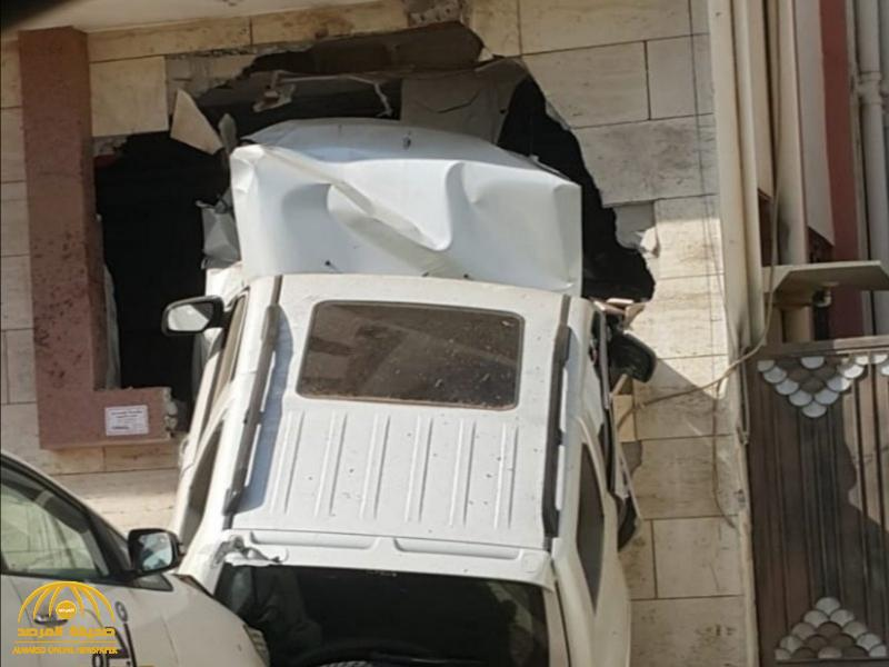 شاهد بالصور والفيديو .. أغرب حادث سيارة تشاهده في حياتك !