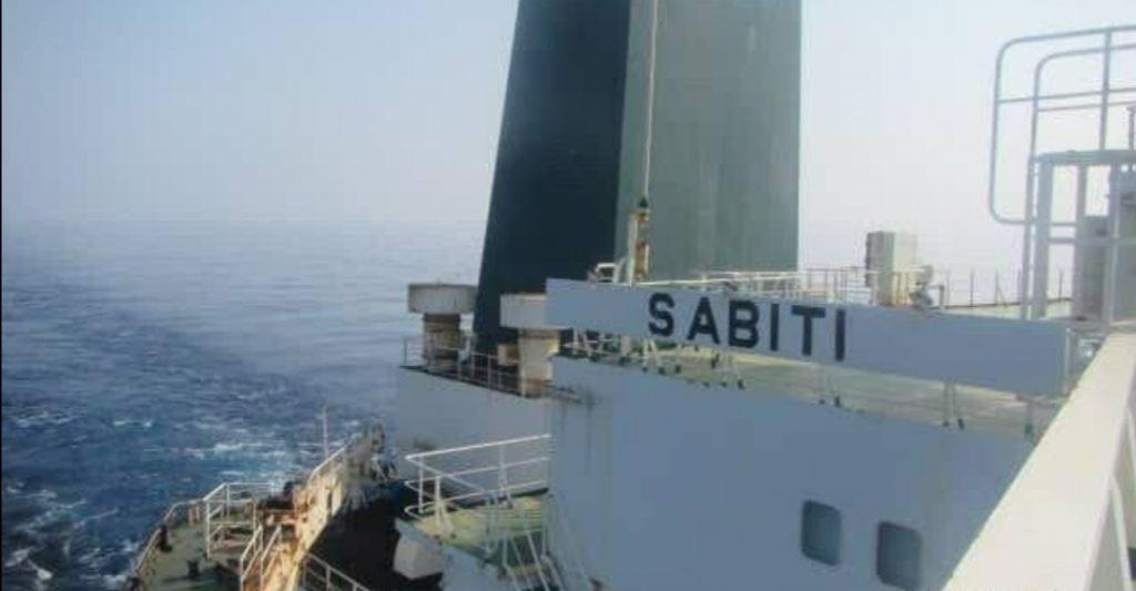 """شاهد.. الصور الأولى لناقلة النفط الإيرانية """"سابيتي"""" التي تعرضت لانفجار في البحر الأحمر!"""