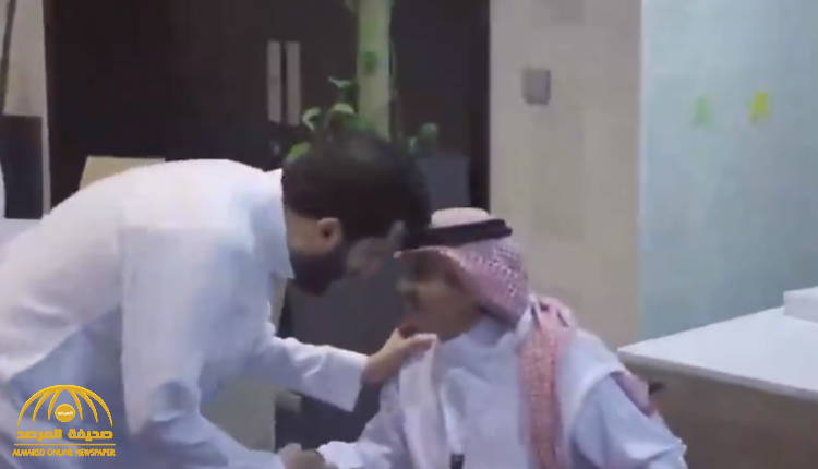 """بالفيديو … تركي آل الشيخ يستقبل """" العواجي """" صاحب شكوى صعوبات موسم الرياض والحساب يرد :تم يا بو ناصر!"""