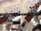 بالفيديو: شاهد.. معلمات يستعن بطلاب لمواجهة فأر تسلل إلى غرفتهن في إحدى مدارس الدمج!