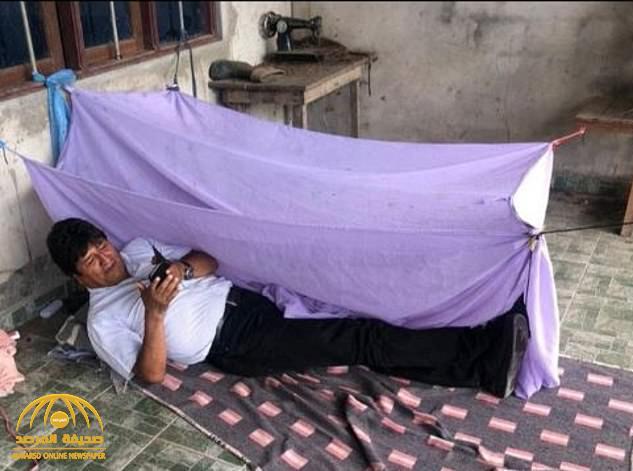 """شاهد: رئيس بوليفيا ينام على الأرض """"مشردا"""" في أول ليلة بعد إعلان استقالته"""