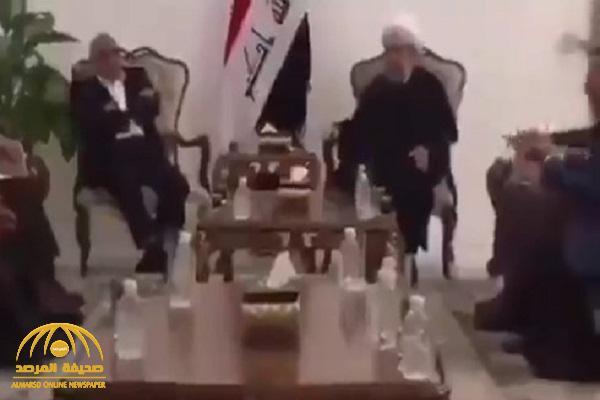 """شاهد: مقطع مسرب لـ""""رئيس الحكومة العراقية"""" يتلقى """"نصائح مثيرة للجدل"""""""