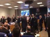 شاهد: مشاجرة  داخل البرلمان التركي … وزير الداخلية يتهم نائب بالخيانة بعد سؤاله عن صحفي معتقل !
