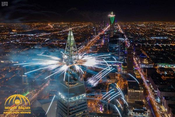 شاهد .. منظر إبداعي فريد في سماء الرياض لا يمكنك أن تراه إلا في موسم الرياض