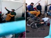 شاهد .. امرأة حامل تدافع عن والدها المقعد وتصفع رجل أمن على وجهه في المغرب