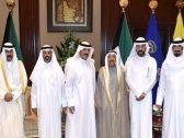"""""""أمير الكويت"""" يستقبل محاميا أدين سابقًا بالإساءة للذات الأميرية عقب العفو عنه – صور"""