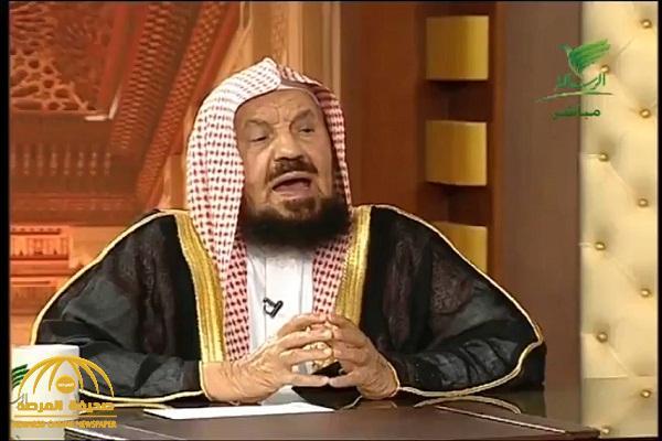 """بالفيديو: """"عبدالله المنيع"""" يكشف عن حكم التلحين والتمطيط في الأذان"""