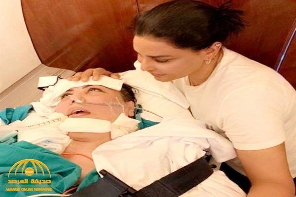 شاهد.. فجر السعيد تنشر أول صورة لها وهي في الغيبوبة وبجوارها المطربة أحلام داخل طائرة الإخلاء الطبي