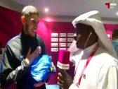 """شاهد : لاعب منتخب قطر لا يتحدث العربية يضع  مراسل قناة """"الكأس"""" في موقف محرج"""