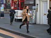 شاهد بالصور والفيديو : حالة من الهلع في لندن بعد تعرض شخص لعملية طعن