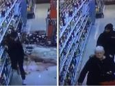 شاهد ..  شاب يحطم زجاجات الخمور داخل مركز تجاري في ألمانيا