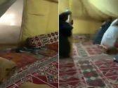 شاهد .. عاصفة قوية  تفاجئ  مجموعة من الشبان داخل خيمة بالكويت